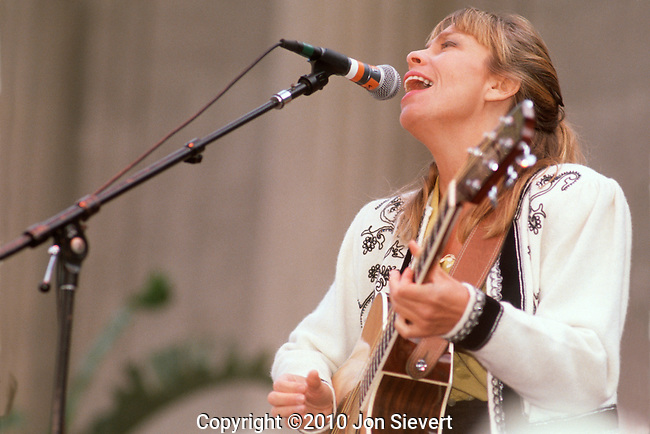 Rickie Lee Jones, Sept 1990, Bread & Roses Festival. U.S. vocalist, musician, songwriter, and producer. Over the course of a three-decade career, Jones has recorded in various musical styles including rock, R&B, blues, pop, soul, and jazz standards.