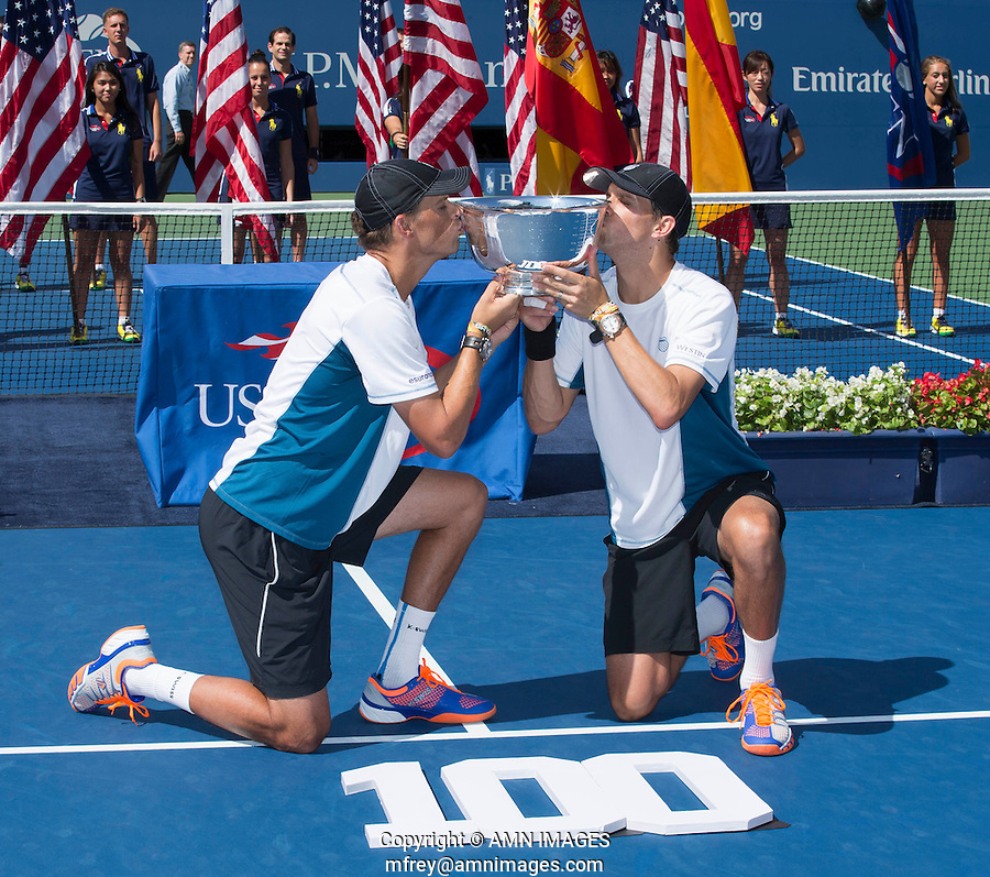 MIKE BRYAN (USA), BOB BRYAN (USA)<br /> The US Open Tennis Championships 2014 - USTA Billie Jean King National Tennis Centre -  Flushing - New York - USA -   ATP - ITF -WTA  2014  - Grand Slam - USA  <br /> 7th September 2014. <br /> <br /> &copy; AMN IMAGES