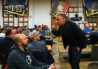 DFB-Schiedsrichter-Lehrwart Lutz Wagner bei seinem Vortrag im Volkshaus Büttelborn - Büttelborn 11.02.2019: Vortrag von Schiedsrichterlehrwart Lutz Wagner bei der SKV Büttelborn