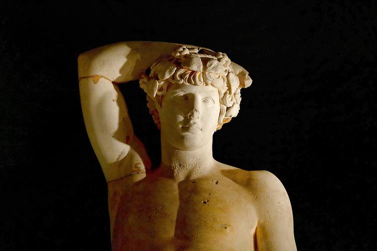 Lybie, Musee de Tripoli, statue d Apollon , epoque romaine<br />Libya, Tripoli Museum, statue of Apollo, Roman times