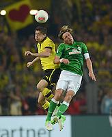 FUSSBALL   1. BUNDESLIGA   SAISON 2012/2013   1. SPIELTAG Borussia Dortmund - SV Werder Bremen                  24.08.2012      Robert Lewandowski (li, Borussia Dortmund) gegen Clemens Fritz (re, SV Werder Bremen)