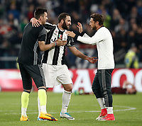 Calcio, Serie A: Torino, Juventus Stadium, 6 maggio 2017. <br /> Juventus' Gonzalo Higuain (c) Gianluigi Buffon (l) and Claudio Marchisio (r) at the end of the Italian Serie A football match between Juventus and Torino at Torino's Juventus stadium, May 6, 2017.<br /> UPDATE IMAGES PRESS/Isabella Bonotto