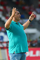 BARRANQUIILLA - COLOMBIA, 07-08-2019: Luis Lopez técnico de Cucuta gesticula durante partido por la fecha 5 de la Liga Femenina Águila 2019 entre Atlético Junior y Cúcuta Deportivo jugado en el estadio Romelio Martínez de la ciudad de Barranquilla. / Luis Lopez coach of Cucuta gestures during match for the date 5 of the Aguila Women League 2019 between Atletico Junior and Cucuta Deportivo played at Romelio Martinez stadium in Barranquilla city.  Photo: VizzorImage/ Alfonso Cervantes / Cont