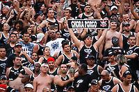 ATENÇÃO EDITOR: FOTO EMBARGADA PARA VEÍCULOS INTERNACIONAIS SÃO PAULO,SP,16 SETEMBRO 2012 - CAMPEONATO BRASILEIRO - PALMEIRAS x CORINTHIANS - Torcedores do Corinthians durante partida Palmeiras x Corinthians válido pela 25º rodada do Campeonato Brasileiro no Estádio Paulo Machado de Carvalho (Pacaembu), na região oeste da capital paulista na tarde deste domingo (16).(FOTO: ALE VIANNA -BRAZIL PHOTO PRESS)