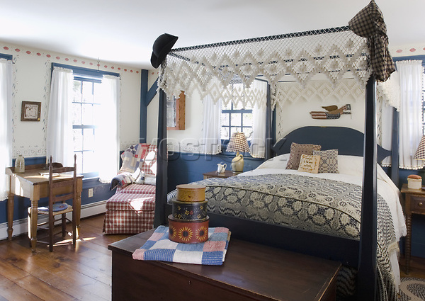 Four post bed in colonial bedroom