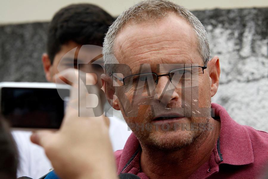 ATENÇÃO EDITOR: FOTO EMBARGADA PARA VEÍCULOS INTERNACIONAIS. - RIO DE JANEIRO,MESQUITA,14 DE SETEMBRO DE 2012- SECRETÁRIO DE SEGURANÇA PÚBLICA  JOSÉ MARIANO BELTRAME VISTA  COMUNIDADE DA CHATUBA- No ínicio da  tarde desta sexta-feira(14) o secretário de segurança pública José mariano Beltrame visita a comunidade  da Chatuba na Baixa Fluminense.<br /> ( GUTO MAIA / BRAZIL PHOTO PRESS )