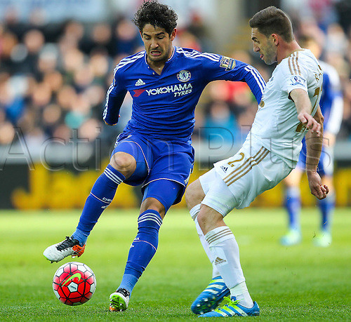 09.04.2016. Liberty Stadium, Swansea, Wales. Barclays Premier League. Swansea versus Chelsea. Chelsea's Alexandre Pato and Swansea City's Angel Rangel compete for the ball