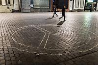 BELGIEN, 17.11.2015, Bruessel.  Das Innenstadtviertel Molenbeek ist bekannt fuer seine vielen muslimischen Zuwanderer, seine Wochenmaerkte und seine Verbindungen zu verschiedenen Terroranschlaegen. | The central district of Molenbeek is well known for its dense muslim immigrant population, Sunday's food market and links to previous terror attacks.<br /> © Arturas Morozovas/EST&OST