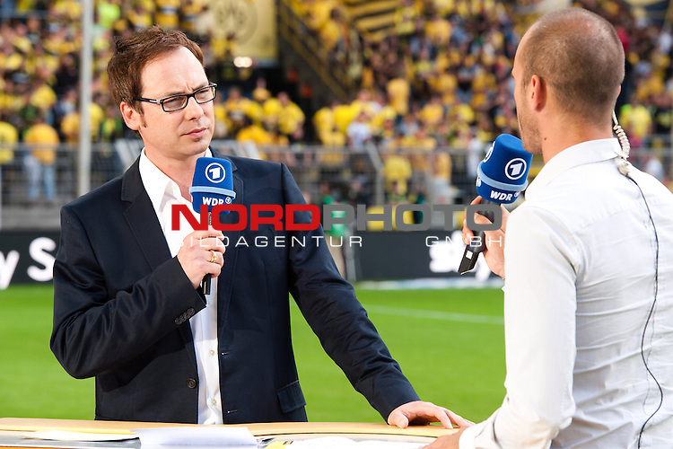 05.08.2011, Signal Iduna Park, Dortmund, GER, 1.FBL, Borussia Dortmund vs Hamburger SV, im Bild Matthias Opdenhövel / Opdenhoevel (Moderator ARD Sportschau) im Gespraech mit Mehmet Scholl // during during the 1.FBL, Borussia Dortmund vs Hamburger SV on 2011/08/05, Signal Iduna Park, Dortmund, Germany. Foto © nph / Kurth *** Local Caption ***