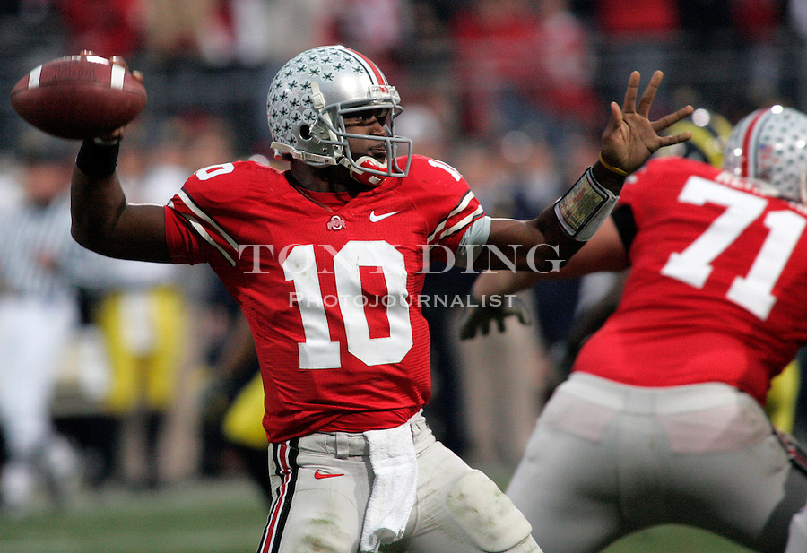18 Nov 2006: Ohio State quarterback Troy Smith throws the ball, during Ohio State's 42-39 win over Michigan in a college football game at Ohio Stadium in Columbus, OH.