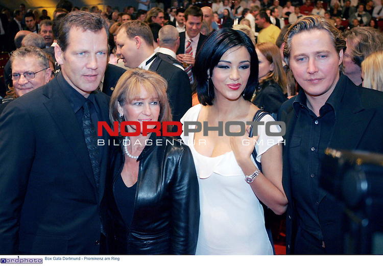 Box Gala Dortmund - Prominenz am Ring<br /> <br /> Henry Maske (links) mit Frau und Verona und Franjo Pooth (rechts) vor dem Kampf.<br /> <br /> Foto &copy; nordphoto - Ruediger Lampe<br /> <br />  *** Local Caption *** Foto ist honorarpflichtig! zzgl. gesetzl. MwSt.<br /> Belegexemplar erforderlich<br /> Adresse: nordphoto<br /> Georg-Reinke-Strasse 1<br /> 49377 Vechta