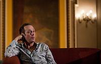 CIUDAD DE MÉXICO, DF. Agosto 06, 2013.- El cantante britanico, Peter Murphy, en conferencia de prensa en el Teatro Metropólitan de la Ciudad de México. Donde celebrará 35 años de su antigua banda Bauhaus.     FOTO: ALEJANDRO MELÉNDEZ<br /> <br /> MEXICO CITY, DF. August 6, 2013.- British singer Peter Murphy, at a press conference at the Teatro Metropolitan Mexico City. Where to celebrate 35 years of his old band Bauhaus. PHOTO: ALEJANDRO MELENDEZ
