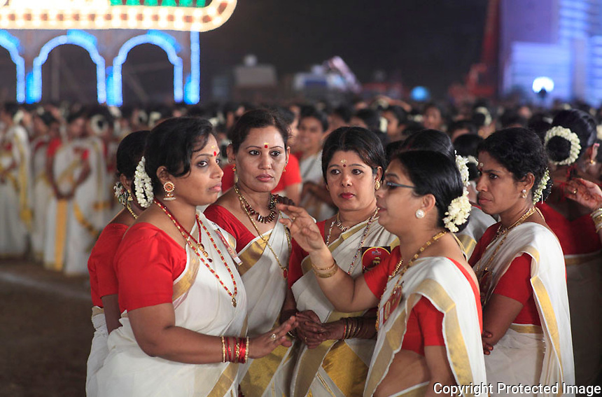 Largest kaikottikali dance - Mumbai, INDIA - 9th of NOVEMBER 2012<br />