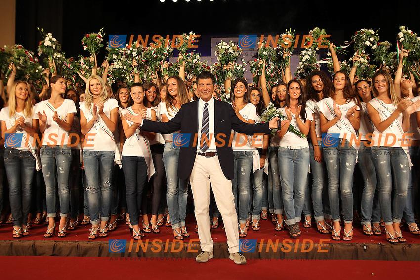 Montecatini Terme 25/8/2011.Le ragazze finaliste di Miss Italia 2011 durante la presentazione al Teatro Verdi.Fabrizio Frizzi.Foto Insidefoto Paolo Nucci