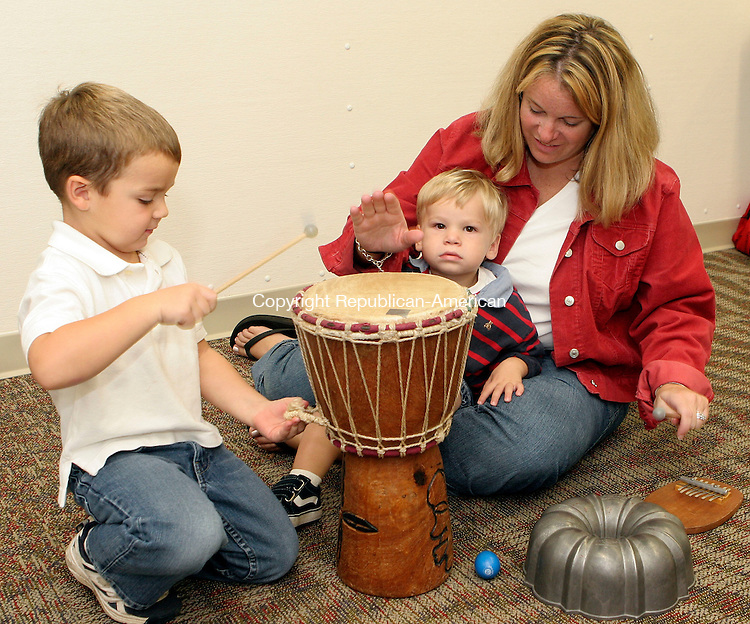 MIDDLEBURY, CT-22September 2006-092206TK12- (left to right) Andrew Widlar,4, enjoys a drum while Janessa Greenwood encourages her son  Everiett Greenwood,2, to play with the drum. Tom Kabelka Republican-American (Andrew Widlar, Janessa Greenwood, Everiett Greenwood)