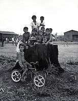 BRAZIL,El DORADO DOS CARAJAS : Children playing during break at school	 at Landless workers movement camp on 17 April, 1998  at transamazonica in Parauapebas south of Pará, northern Brazil. -  Photo by Paulo Amorim