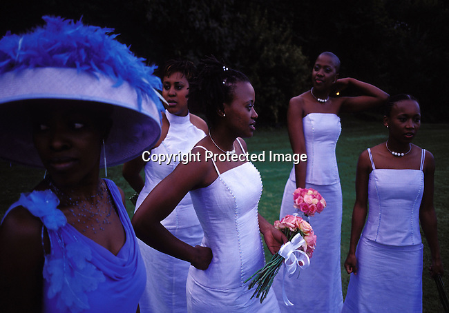 dipewed00013 People Wedding. MULDERSDRIFT, SOUTH AFRICA - APRIL 19: Unidentified people attends the wedding for Yolissa Koza, a consultant for an international management consulting company, on April 19, 2003 Makiti, an exclusive lodge in Muldersdrift outside Johannesburg, SA.  They invited about five hundred guest to the exclusive western styled wedding. Yolissa arrived in a helicopter with her parents. . Photo: Per-Anders Pettersson/ iAfrika Photos