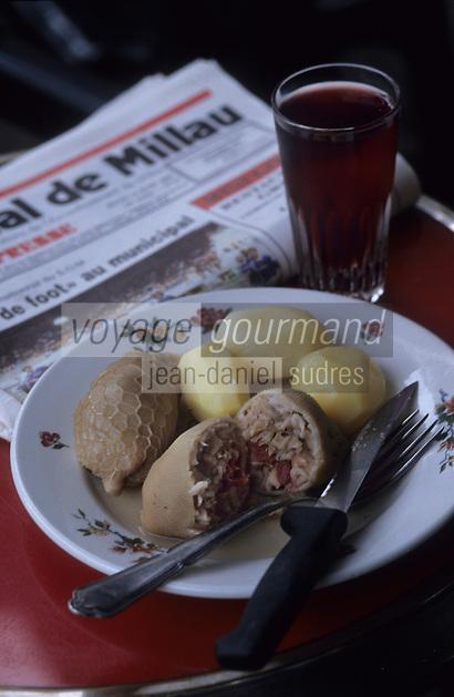Europe/France/Midi-Pyrénées/12/Aveyron/Millau : Les trenels servis au bar du parc