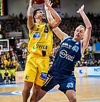 Nick Weiler-Babb (MHP Riesen Ludwigsburg #1) / Luke Sikma (ALBA Berlin #43) /  beim Spiel in der Basketball Bundesliga, MHP Riesen Ludwigsburg - ALBA Berlin.<br /> <br /> Foto © PIX-Sportfotos *** Foto ist honorarpflichtig! *** Auf Anfrage in hoeherer Qualitaet/Aufloesung. Belegexemplar erbeten. Veroeffentlichung ausschliesslich fuer journalistisch-publizistische Zwecke. For editorial use only.