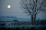 Pix: Shaun Flannery/shaunflanneryphotography.com...COPYRIGHT PICTURE>>SHAUN FLANNERY>01302-570814>>07778315553>>..20th December 2010..........The moon shines bright on a frosty December evening.