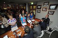 IJSHOCKEY: HEERENVEEN: Thialf IJsstadion, 22-09-2012, Open dag Friesland Flyers, 'meet and greet' met de spelers, ©foto Martin de Jong