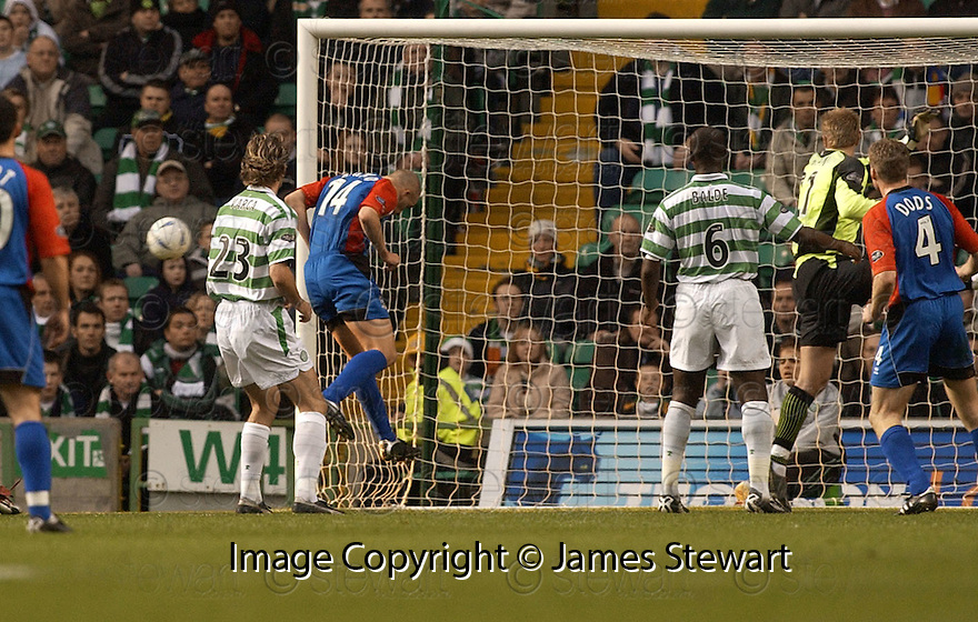 13/11/2004  Copyright Pic : James Stewart.File Name : jspa10_celtic_v_inverness.GRANT MUNRO MISSES AN OPEN GOAL WITH HIS HEADER......Payments to :.James Stewart Photo Agency 19 Carronlea Drive, Falkirk. FK2 8DN      Vat Reg No. 607 6932 25.Office     : +44 (0)1324 570906     .Mobile   : +44 (0)7721 416997.Fax         : +44 (0)1324 570906.E-mail  :  jim@jspa.co.uk.If you require further information then contact Jim Stewart on any of the numbers above.........