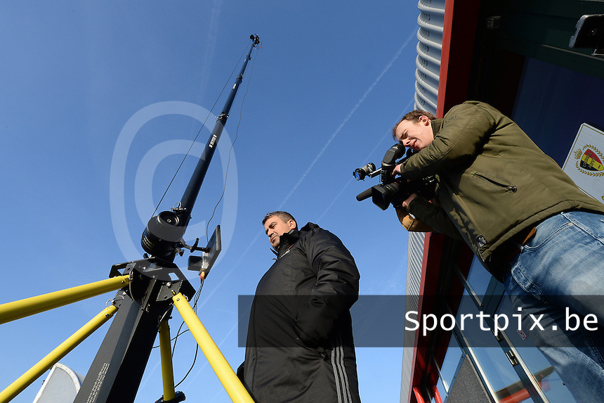 20170118 - TUBIZE , Belgium : illustration picture shows a TV crew filming during a training session of the Belgian national women's soccer team Red Flames during their winter camp, on the 18 th of January in Tubize. PHOTO DIRK VUYLSTEKE | Sportpix.be