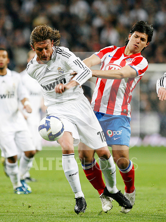Real Madrid's Gabriel Heinze (l) and Atletico de Madrid's Kun Aguero (r) during La Liga match. March 07 2009. .(ALTERPHOTOS/Acero).
