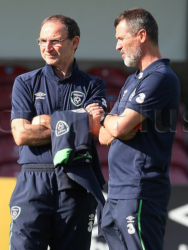 31.05.2016, Turners Cross Stadium, Cork, Ireland. International football friendly between republic of ireland and Belarus.  Martin O Neill and Roy Keane of Republic of Ireland discuss tactics