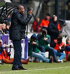 Nederland, Nijmegen, 3 februari 2013.Eredivisie .Seizoen 2012-2013.N.E.C.-Vitesse.Stanley Menzo, assistent-trainer van Vitesse en vervanger van de 'zieke' Fred Rutten geeft aanwijzingen.