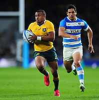 Will Genia of Australia goes on the attack. The Rugby Championship match between Argentina and Australia on October 8, 2016 at Twickenham Stadium in London, England. Photo by: Patrick Khachfe / Onside Images