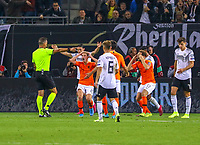 Schiedsrichter gibt Elfmeter nach vermeintlichem Handspiel von Matthijs de Ligt (Niederlande, Netherlands) - 06.09.2019: Deutschland vs. Niederlande, Volksparkstadion Hamburg, EM-Qualifikation DISCLAIMER: DFB regulations prohibit any use of photographs as image sequences and/or quasi-video.
