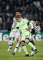 Calcio, Champions League: Gruppo D - Juventus vs Manchester City. Torino, Juventus Stadium, 25 novembre 2015. <br /> Manchester City's Kevin De Bruyne, left, is challenged by Juventus&rsquo; Stefano Sturaro during the Group D Champions League football match between Juventus and Manchester City at Turin's Juventus Stadium, 25 November 2015. <br /> UPDATE IMAGES PRESS/Isabella Bonotto