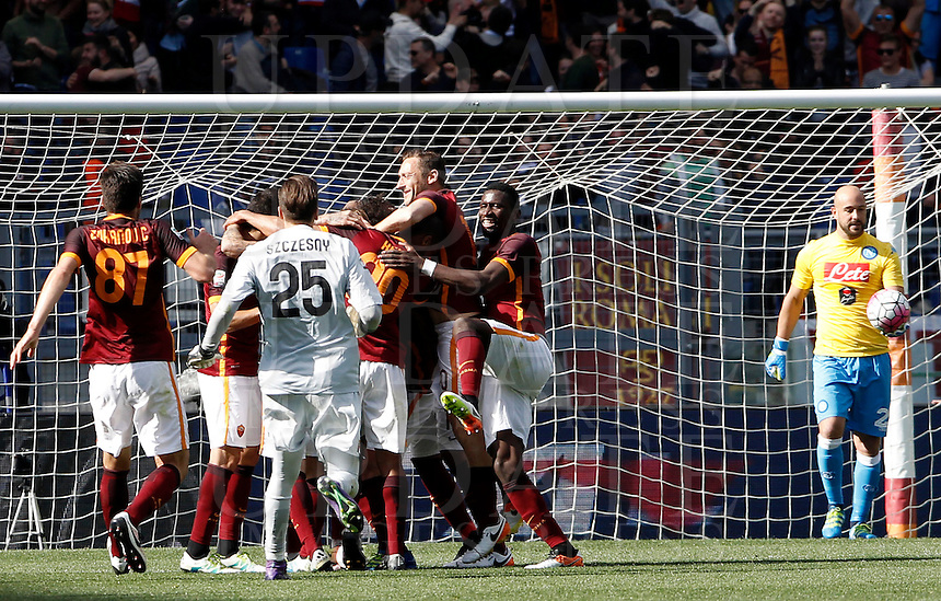Calcio, Serie A: Roma vs Napoli. Roma, stadio Olimpico, 25 aprile 2016.<br /> Roma's Radja Nainggolan is hidden by teammates' hugs, at left, after scoring the winning goal during the Italian Serie A football match between Roma and Napoli at Rome's Olympic stadium, 25 April 2016. Roma won 1-0.<br /> UPDATE IMAGES PRESS/Isabella Bonotto