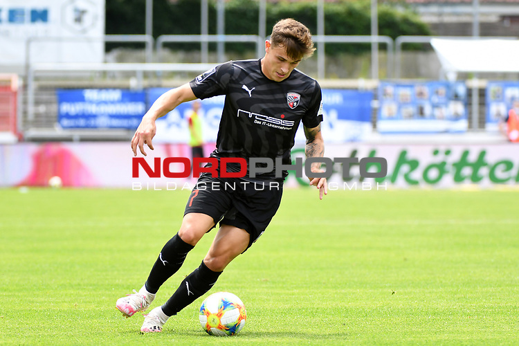 28.06.2020, Hänsch-Arena, Meppen, GER, 3.FBL, SV Meppen vs. FC Ingolstadt 04 <br /> <br /> im Bild<br /> Dennis Eckert (FC Ingolstadt 04, 7) am Ball.<br /> <br /> DFL REGULATIONS PROHIBIT ANY USE OF PHOTOGRAPHS AS IMAGE SEQUENCES AND/OR QUASI-VIDEO<br /> <br /> Foto © nordphoto / Paetzel