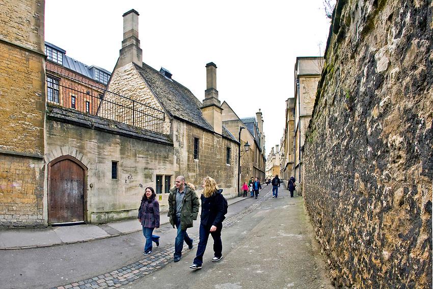 Oxford 2009-03-07. Miasto w południowej Anglli głównie znane jako siedziba Uniwersytetu Oxfordzkiego. Brasenose Lane.