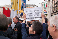 Milano, manifestazione del 25 aprile, anniversario della Liberazione dell'Italia dal nazifascismo. Contestazioni al Presidente della Provincia di Milano Guido Podestà --- Milan, manifestation of April 25, the anniversary of the Liberation of Italy from nazi-fascism. Protests