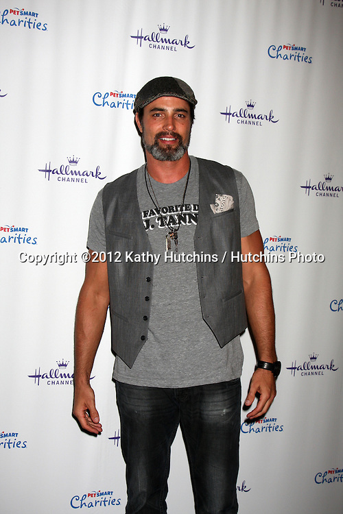 """LOS ANGELES - SEP 6:  Victor Webster arrives at the Hallmark Channel """"PUPPY LOVE'"""" Private Reception at La Piazza at The Grove on September 6, 2012 in Los Angeles, CA"""