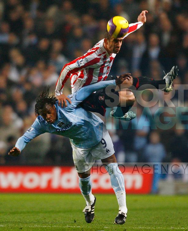 Manchester City's Emile Mpenza challenges Sunderland's Danny Higginbotham