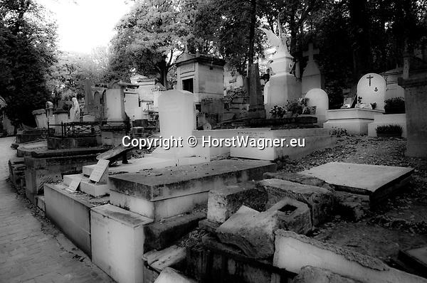 Paris - France, October 12, 2012 -- Cemetery Père Lachaise; b&w -- Photo: © HorstWagner.eu