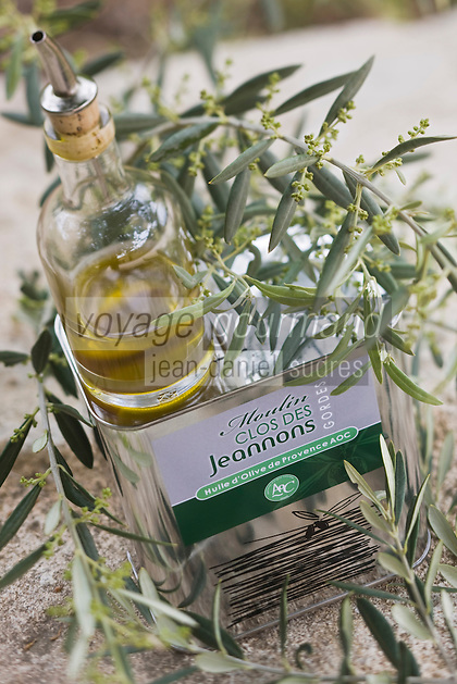 Europe/France/Provence-Alpes-Côte d'Azur/Vaucluse/Gordes: Huile d'olive du Moulin du Clos des Jeannons, le Haut Tourteron