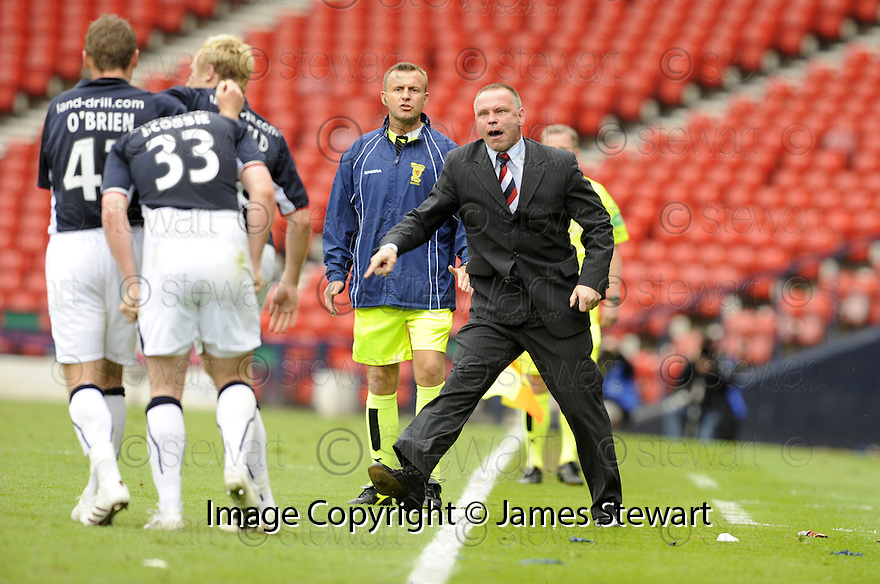 26/04/2009  Copyright Pic: James Stewart.sct_jspa17_falkirk_v_dunfermline.FALKIRK MANAGER JOHN HUGHES TELLS THOMAS SCOBBIE TO STOP CELEBRATING AND GET ON WITH DEFENDING AFTER HE SCORES FALKIRK'S FIRST.James Stewart Photography 19 Carronlea Drive, Falkirk. FK2 8DN      Vat Reg No. 607 6932 25.Telephone      : +44 (0)1324 570291 .Mobile              : +44 (0)7721 416997.E-mail  :  jim@jspa.co.uk.If you require further information then contact Jim Stewart on any of the numbers above.........