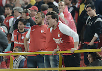 BOGOTÁ -COLOMBIA, 06-12-2014. Hinchas de Santa Fe reclaman a los jugadores durante el encuentro entre Independiente Santa Fe y Once Caldas por la fecha 5 de los cuadrangulares semifinales de la Liga Postobón II 2014 jugado en el estadio Nemesio Camacho El Campín de la ciudad de Bogotá./ Followers of Santa Fe claim to the players during the match between Independiente Santa Fe and Once Caldas for the 5th date of the semifinal quadrangular of the Postobon League II 2014 played at Nemesio Camacho El Campin stadium in Bogotá city. Photo: VizzorImage/ Gabriel Aponte / Staff