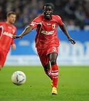 FUSSBALL   1. BUNDESLIGA   SAISON 2011/2012    15. SPIELTAG FC Schalke 04 - FC Augsburg            04.12.2011 Gibril Sankoh (FC Augsburg) Einzelaktion am Ball