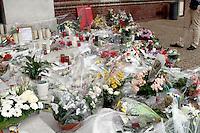 Les habitants de la ville de Saint-Etienne du Rouvray rendent hommage au père Jacques Hamel assassine dans son eglise par deux djihadistes.