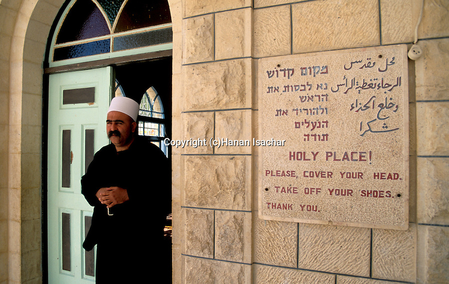 Israel, the lower Galilee. Nabi Shueib, the sacred site of the Druze, Sheich Tarif at the entrance to the prayer hall &#xA;<br />