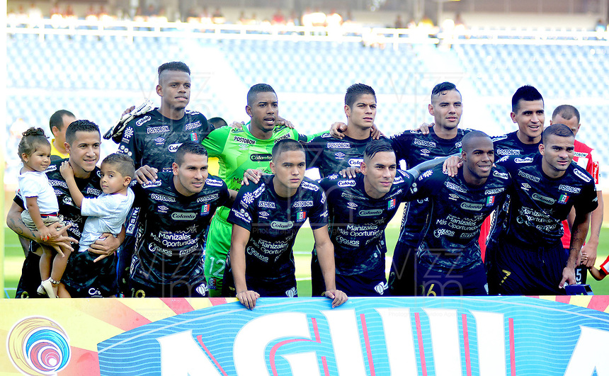 BARRANQUILLA- COLOMBIA -18-03-2017: Los jugadores de Once Caldas, posan para una foto, durante partido de la fecha 10 entre Atletico Junior y Once Caldas, por la Liga Aguila I-2017, jugado en el estadio Metropolitano Roberto Melendez de la ciudad de Barranquilla. /  The players of Once Caldas, pose for a photo, during a match of the date 10, between Atletico Junior and Once Caldas, for the Liga Aguila I-2017 at the Metropolitano Roberto Melendez Stadium in Barranquilla city, Photo: VizzorImage / Alfonso Cervantes / Cont.