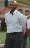 IBAGUE -COLOMBIA, 7-09-2016 Oswaldo Duran  director técnico del Atlético Huila contra el Junior durante  el encuentro  por   la Liga Aguila II 2016 disputado en el estadio Murillo Toro./ Oswaldo Duran coach of Atletico Huila against Junior      during match for the  Aguila League II 2016 played at Murillo Toro stadium. Photo:VizzorImage / Juan Carlos Escobar  / Contribuidor