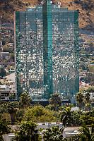 Fachada del ddificio Torre de Hermosillo con vista a al cerro  y colonia del Coloso Alto <br /> <br /> Hermosillo, Sonora. 27FEB2018 (Foto:Luis Gutierrez NortePhoto.com).<br /> <br /> <br /> pclaves: desierto, antena, top, alto, espejo, reflejo, cristal, palmeras,