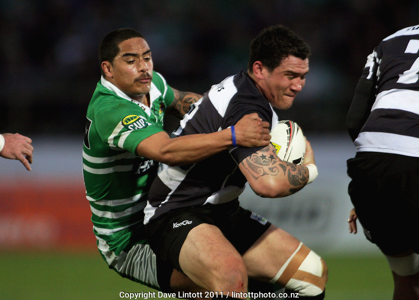 Manawatu's Aaron Smith tries to bring down Karl Lowe. ITM Cup Championship rugby final - Manawatu Turbos v Hawkes Bay at FMG Stadium, Palmerston North, New Zealand on Sunday, 4 September 2011. Photo: Dave Lintott / lintottphoto.co.nz